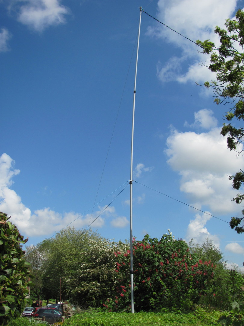 Our new Special event telescopic mast supporting an 80m doublet cut from flexweave