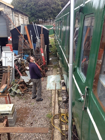 Henryk M0HTB and Andy G7KNA setting up the antenna at the buffet car