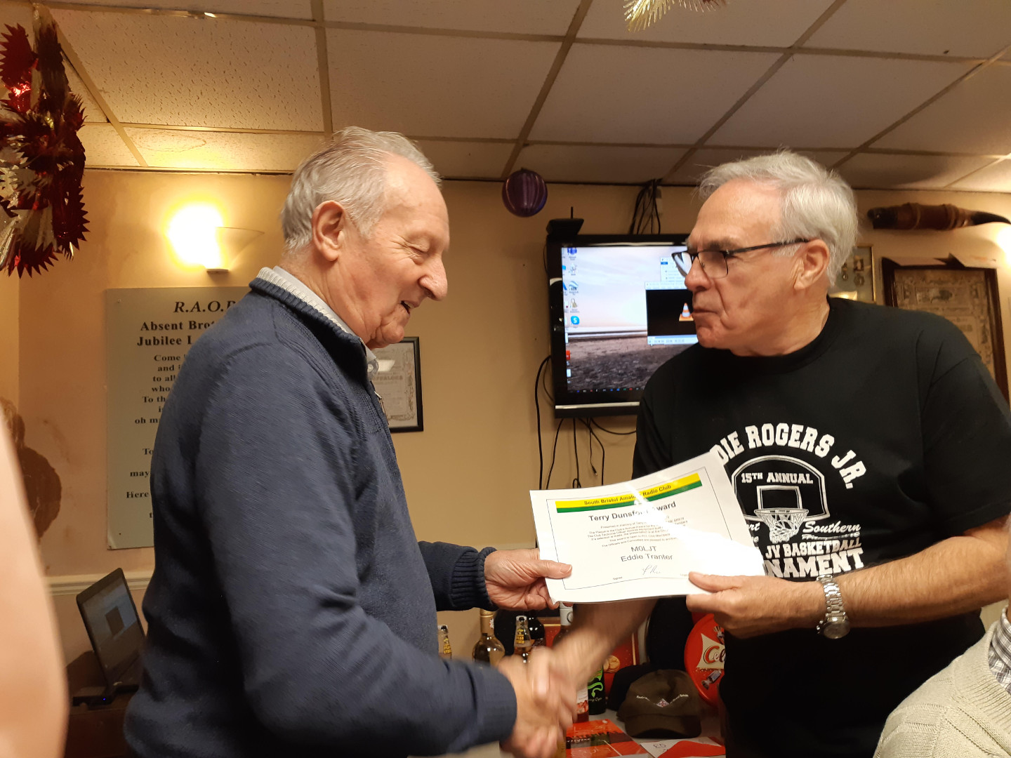 Eddie M0LJT receives the Terry Dunsford Award from Club President Cyril G3XED